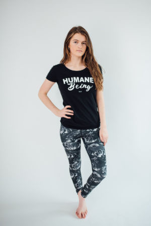 Vegan legging with all over printed fabric of wild animals